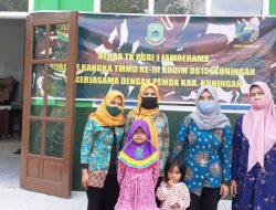Dengan anak anak TK penuh kasih sayang Prajurit TNI AD Kodim 0615/Kuningan rehab sekolah TK