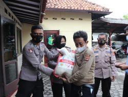 Yayasan Budha Suci, bagikan 1.500 paket beras / 15 Ton