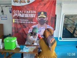Polres Cilegon Polda Banten kembali Laksanakan Vaksin Presisi di atas Kapal KMP. SEBUKU