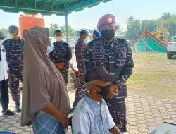TNI Angkatan Laut Lhokseumawe Gelar Serbuan Vaksinasi Untuk Warga