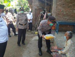 Polresta Cirebon Rutin Bagikan Bantuan Beras Kepada Warga Slum Area Terdampak PPKM