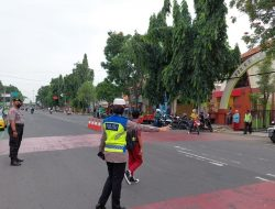 Dekat & bersahabat, sat lantas polres Ciko awali dengan Gatur pagi di penyeberangan dan persimpangan