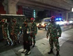 """Dengan semangat """"Jangan Kendor"""" Prajurit Yonmarhnalan III laksanakan patroli PPKM di wilayah Jakarta."""