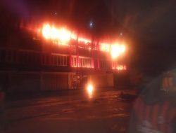Naas, Tiga Orang Tewas Terjebak Dalam Kebakaran Enam Unit Ruko di Abepura